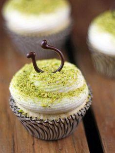 Lucky Vanilla Cupcakes Recipe | HGTV