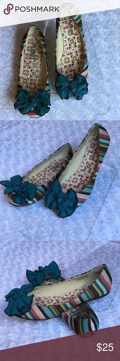VIA PINKY BOW FLATS Colorful! FuN! Stripes! Bows! Chartreuse. Brown. Beige. Red. Aqua. Turquoise. Rubber sole. -No trades. Via PINKY Shoes Flats & Loafers