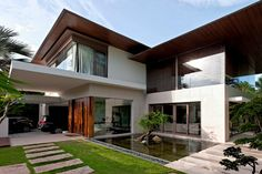 the architecture of budji layug and royal pineda Modern Zen House, Japanese Modern House, Modern Tropical House, Modern Houses, Modern Exterior House Designs, Exterior Design, Exterior Colors, Filipino House, Facade House