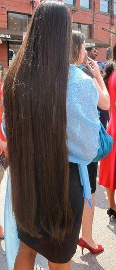 long hair Long straight hair @ a wedding long hair Two braids on each side, wrapped around mini buns. Long Brown Hair, Very Long Hair, Dark Hair, Beautiful Long Hair, Gorgeous Hair, Loose Hairstyles, Straight Hairstyles, Wedding Hairstyles, Long Hair Problems