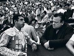 bibliofilos taurinos | Antonio Ordóñez en Pamplona junto a su amigo Orson Welles. Foto ...