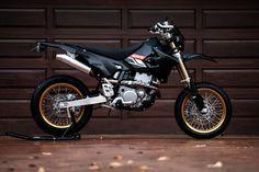 Scrambler Motorcycle, Cruiser Motorcycle, Motard Bikes, Ktm 690, Harley Davidson Posters, Motocross Bikes, Dual Sport, Dirtbikes, Valentino Rossi