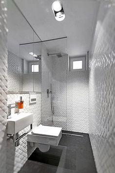 banheiro branco piso preto