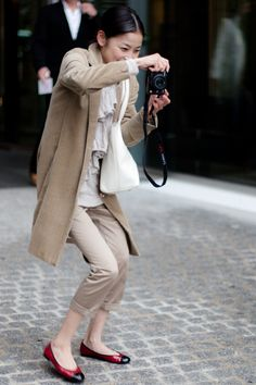 Layering neutrals- Rei Shito on the Street, Paris