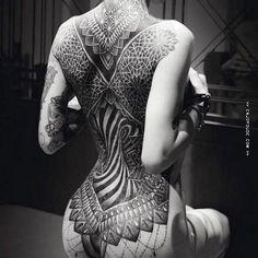 Geometryczne tatuaż na plecach kobiety