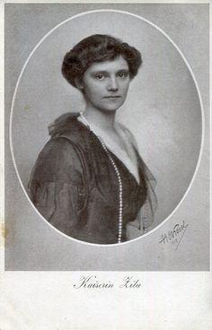 Kaiserin ZitaI nonna dell'attuale Duca de jure di Modena ( il Principe Lorenz del Belgio ) per chè padre di Robert d'Asburgo/Este