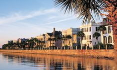 "√ Charleston,SC Take a horse & buggy tour and lunch on some ""she crab"" soup. Don't miss strolling along, peeking into alley ways and private gardens, the scent of boxwood heavy in the sultry air."