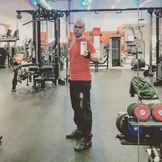 Ich wollte schon immer mal so ein Foto machen. Hahaha #fitnessultraernst #ichgehenurinsstudioumaufinstagramzuposten #Daumenfitness