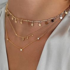 Dainty and delicate gold layered necklaces, perfect for every day. #GoldJewelleryDreams