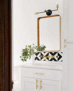 These Half Bathrooms Pack Big Design in A Small Space half bathroom design ideas. Decor, Wet Rooms, Small Spaces, Half Bathroom Decor, Big Design, Half Bathroom Design Ideas, Small Space Bathroom, Small Half Bathrooms, Bathroom Design