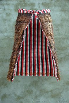 Introducing Maori Lifestyles: Inspired by Tradition Maori Designs, Flax Weaving, Weaving Art, Maori Patterns, Feather Cape, Creation Myth, New Zealand Art, Aboriginal Culture, French Collection