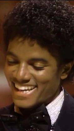 Michael Jackson Gif, Mike Jackson, Beautiful Smile, Most Beautiful, King Of Music, The Jacksons, Album, Awards, Angel
