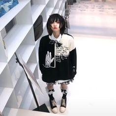 Ulzzang Girl, Graphic Sweatshirt, Punk, Sweatshirts, Sweaters, Style, Fashion, Swag, Moda