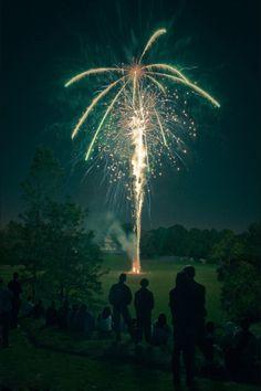 Spectacular Fireworks Photography Around The World Nocturne, Wedding Fireworks, Fireworks Cake, Fireworks Photos, Fireworks Photography, Party Photography, Nature Photography, Grunge, Indie