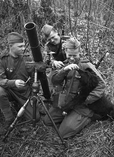World War II, the Great Patriotic War (22 June 1941 – 9 May 1945). Russian crew of the 82-mm mortar during a short respite, Poland, 1944 – 1945. Photographer Anatoly Arkhipov.