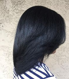 Relaxed Hair Care Guide: How To Maintain Relaxed Hair Having relaxed hair has its advantages and disadvantages. Here are some ways you can take care of and maintain relaxed hair and minimize damage and breakage. Hair Care Oil, Diy Hair Care, Dark Curly Hair, Shiny Hair, Long Hair, Frizzy Hair, Dry Hair, Natural Hair Growth, Natural Hair Styles