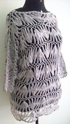 Esta peça é feita com a técnica do crochê de grampo. Produzido co linha Anne 100% algodão. Não acompanha forro.  Pode ser usada como vestido, saída de praia e blusão.  Cor: cinza Comprimento: 73cm Comprimento das mangas: 40cm Busto: 98cm Quadril: 100cm R$ 192,00