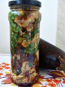 Vinete si dovlecei la borcan   Vegetarian Recipes, Cooking Recipes, Preserves, Pickles, Cucumber, Pantry, Mason Jars, Food And Drink, Veggies