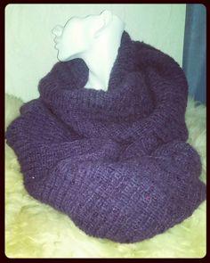 #design_by_itu #design #byitu #Tuulituubihuivi #tuubihuivi #käsinneulottu #liila #lila #violet #violetti #blingbling #uhkeamuhkea #kevyt #lämmin #sinivalkoinenkädenjälki #sinivalkoinenjalanjälki #käsityökortteli