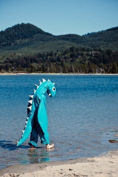 """everyone says """"where's the loch Ness monster?"""" and never """"how is the loch Ness monster? Lago Ness, Loch Ness Monster, All Meme, Bizarre, Sea Monsters, Mood Pics, Photomontage, T Rex, Laugh Out Loud"""
