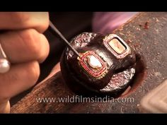Kundan jewellery making made easy (Amazing Video) - The Best of India Kundan jewellery is created by setting carefully shaped, cut and polished multicoloured. Wedding Accessories, Jewelry Accessories, Jewelry Design, Diamond Necklaces, Jewelry Bracelets, Antic Jewellery, Jewellery Sketches, Jewellery Making, Make It Simple