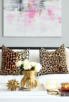 23 Girly Chic Home Decor Ideas for a Ladylike Home - abstract pink artwork, glam leopard print pillow covers, chic gold decorative objects + pretty white flowers Diy Room Decor, Living Room Decor, Living Rooms, Feminine Decor, Feminine Office, White Home Decor, Shabby Chic Homes, Autumn Home, Home Decor Styles
