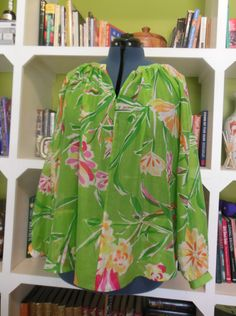 ...made it up in a green cotton/silk voile. Cries out to be worn over slim-fit white cropped jeans, don'tcha think?
