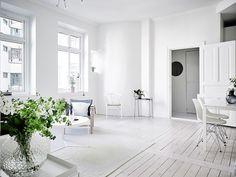 Gravity Home: White Minimalistic Home