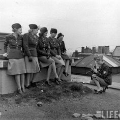 An alternate view of this famous photo of female WarCos in WWII. Notice Lee Miller has hopped down to take her own photograph!