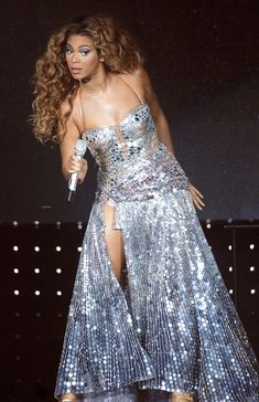 Beyoncé — The Beyoncé Experience, Cardiff,. Beyonce Knowles Carter, Beyonce And Jay Z, Cute Celebrities, Celebs, Hollywood Gowns, Beyonce Coachella, Beyonce Style, Elisabeth Ii, My Black Is Beautiful