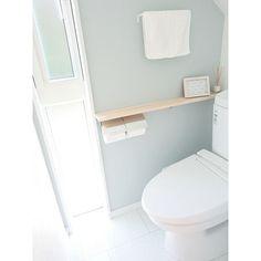 女性で、のIKEA/アクセントクロス/トイレ/パイン材/リクシル/バス/トイレ…などについてのインテリア実例を紹介。「1階のトイレ。このIKEAのタオル、サイズもデザインも気に入っていて、2階トイレでも同じものを使っています。」(この写真は 2016-03-29 20:15:21 に共有されました) Home Projects, Diy And Crafts, Cabinet, Interior Design, Bathroom, Storage, House, Furniture, Home Decor