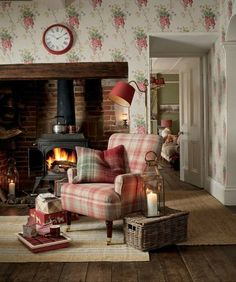Cottage Living Rooms, Cottage Interiors, Living Room Decor, Shop Interiors, Laura Ashley Home, Laura Ashley Living Room, Childrens Room Decor, Style At Home, Home And Deco