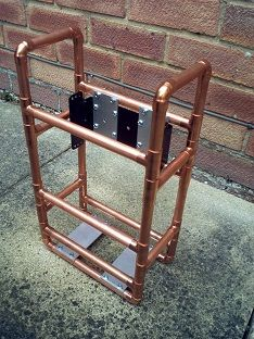 A simple frame made from copper-pipe to hold my Yaesu ATU and battery. Based on a military design, it keeps everything safe during transport. Portable Ham Radio, Mobile Ham Radio, Ham Radio Equipment, Radios, Qrp, Ham Radio Antenna, Computer Case, Craft Work, Light Fixtures