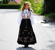 Rogaland Safari, Ethnic Dress, Jelsa, Summer Outfits Women, Traditional Dresses, Norway, Collars, Culture, Street Style
