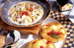 Chicken Corn Chowder with Tomato Cheese Muffins English Muffin Brands, English Muffin Recipes, Bays English Muffins, Cream Of Potato Soup, Chicken Corn Chowder, Cranberry Chutney, British, Tomato And Cheese, Cheese Muffins
