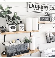 Waschküche Regal Dekor – Best Ideas in 2020 White Laundry Rooms, Farmhouse Laundry Room, Laundry Station, Laundy Room, Laundry Room Inspiration, Laundry Room Remodel, Laundry Room Design, Home Organization, Decoration