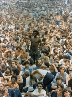 Today is the 42 anniversary of Woodstock. Woodstock was a huge event in 1969 where a bunch of sweaty, dirty hippies gathered together in a field drop acid and play in the mud. 1969 Woodstock, Woodstock Photos, Woodstock Hippies, Woodstock Music, Woodstock Festival, Woodstock Concert, Ansel Adams, Rock And Roll, Beatles