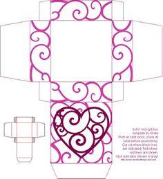 Cajas de papel de colores con corazones