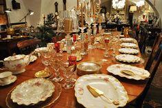 """Royal Crown Derby: """"Pixton Rose"""", served in English porcelain hand-painted gold decorations. 12/12, Parenti Firenze Showroom - L'Arte della tavola: cristalli luminosi, porcellane uniche, gioielli, argenti e metalli artistici"""