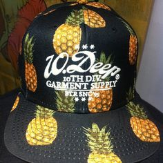 Hatabouttown in Soho New York, talking all things hats @hatclubsoho loving the new store and everyone in there are mad cool   Loving this @Djai Kush hat I love me some pineapple   #hatabouttown #hatgame #hatcollection #summerhats #summer #mrhat  #streetwear #10deep #streetstylephotography #style #streetstyle #pineapple #menswear #mensstyle #mixed #colours #newyorkfashion #nyfw #nyc #hatclubsoho #cap #hats #snapback #hatspotting #hatspotter #springstree (at Spring)