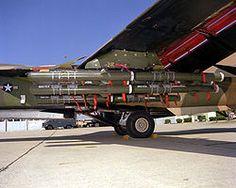 F-111 con bombas BLU-107 Durandal.