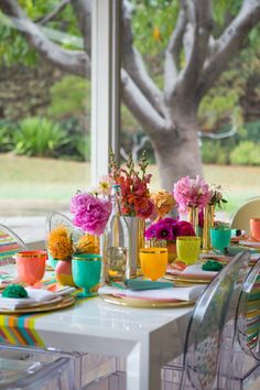 Perfect place settings for a sunny garden party.