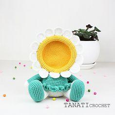 Crochet pattern of photo frame lion tutorial pdf file – Artofit Unique Crochet, Love Crochet, Crochet Gifts, Crochet Dolls Free Patterns, Crochet Flower Patterns, Crochet Puff Flower, Crochet Flowers, Easy Crochet Projects, Crochet Wool