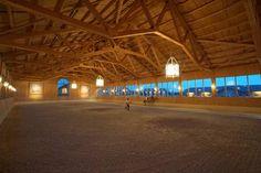 Lovely indoor arena. Schloss Amerang: FOTOS STALL - FOTOS STABLE