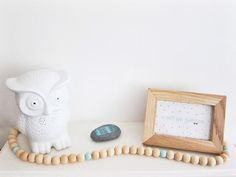 Image of Guirlande en perles de bois, lien en tissu recyclé. Colori naturel et bleu
