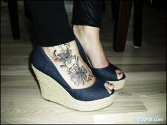 Since realizing a lily tattoo on the foot is far from original; I've decided when I get mine redone, it needs to look pretty much like this. Grayscale included.