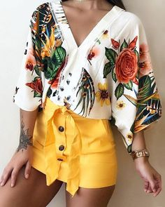 boutiquefeel / V-Neck Ethnic Floral Flare Sleeve Blouse Casual Outfits, Cute Outfits, Fashion Outfits, Womens Fashion, Outfit Elegantes, Quirky Fashion, Mesh Long Sleeve, Blouse Styles, Pattern Fashion