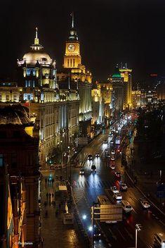 The Bund, Central Shanghai, China // Phil Marion #DestinationChina