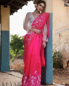 Organza saree is well suited for bridal wear or any fancy evening congregation. The most appealing feature about organza sarees is the sheer crisp texture and the light sparkle. Saree Draping Styles, Saree Styles, Saree Blouse Patterns, Saree Blouse Designs, Indian Dresses, Indian Outfits, Indian Attire, Indian Wear, Indian Designer Outfits