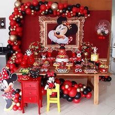 The party minnie is a topic always highly sought by children and adults. Find out now how to put together an amazing decoration. Mickey Mouse Birthday Decorations, Mickey Mouse Clubhouse Birthday Party, Mickey Birthday, Mickey Party, Minnie Cake, Minnie Mouse Theme, Do It Yourself Inspiration, Mickey Christmas, Baby